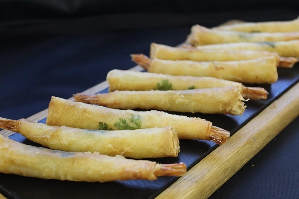 Filo Wrapped Prawns 10 - Blue Earth Foods - 44 Foods - 01